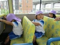 ようちえんバスでおでかけ...